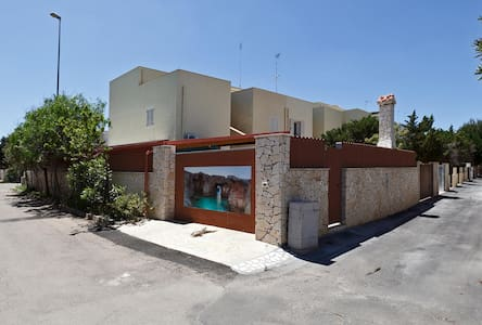 182 House at 100m from the Beach in Torre Mozza - Torre Mozza - Huis