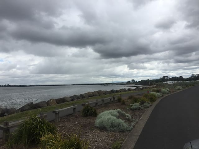 Ocean Grove Boat Ramp on the Barwon River is within 10mins walking distance