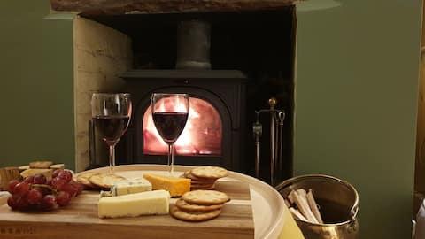 Cosy Cumbrian Cottage - Free Hamper & Logs!