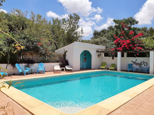 Charming country house & pool on laid-back finca