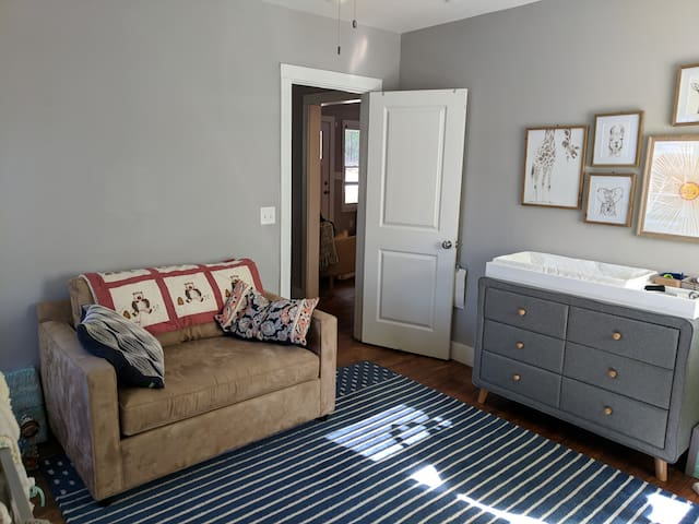 Bedroom 1. pull out twin mattress