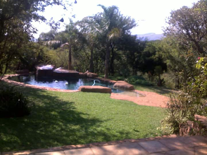 Bushveld Manor (2 rooms en suite, private entry)