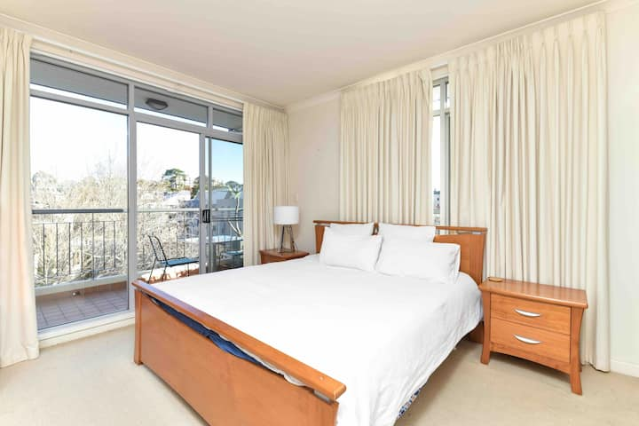 Self contained 1 bedroom Apartment in East Perth