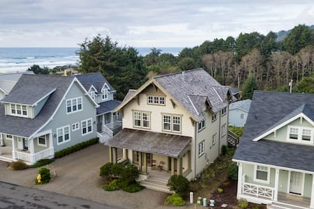 Beautiful Home in Lincoln City, Close to Beach