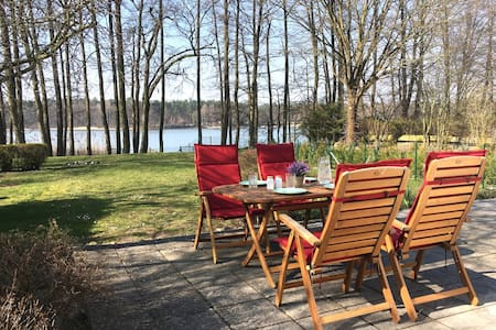 House with garden and lake access, boat,stove,WiFi