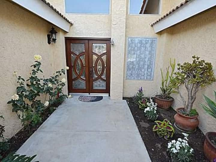 Estate home with huge pool(new listing)