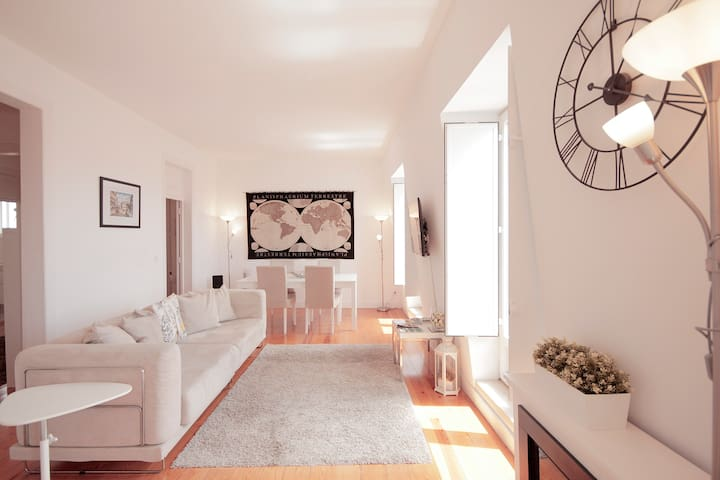 Design Apartment with River View in Alfama