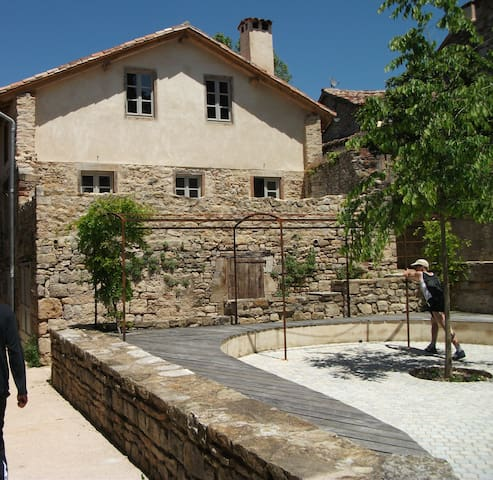 Charme, confort au centre historique de St Antonin