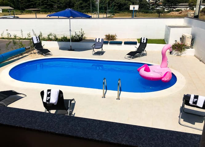 VILLA with pool-barbecue-yard, 10min from OldTown!