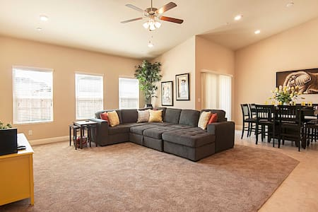 """Home Away From Home  55"""" 4K TV  Full Kitchen"""
