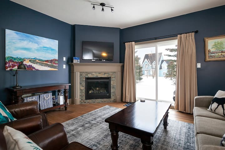 Beautiful Blue Ski Chalet at Blue Mountain