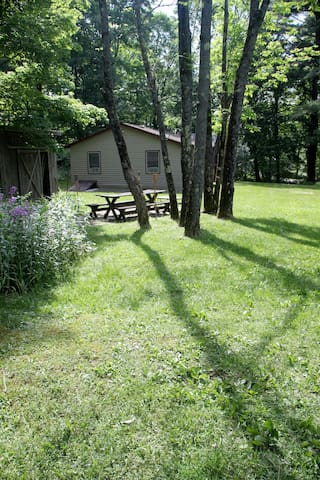 Rustic, affordable, secluded cabin - Hillsdale - Stuga