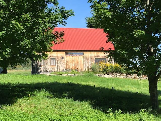 Landgrove Charm - Post and Beam Barn House