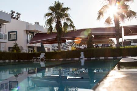 Antalya'da 8 yataklı 4+1 Kiralık villa - Aksu