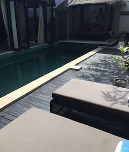 舒适的villa宁静的环境,在宽敞的泳池享受美好的一天。免費使用司機接送 - Denpasar
