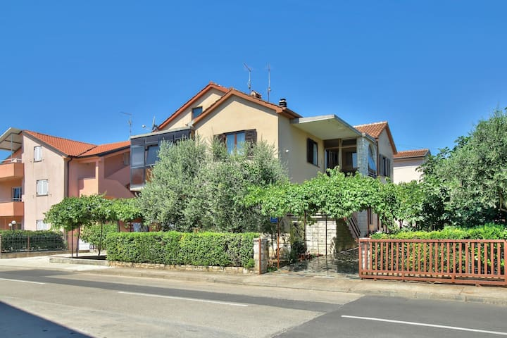 Apartment Mirjana (74961-A1)