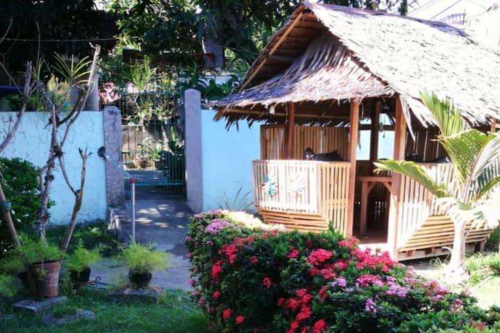 Garden with bungalow