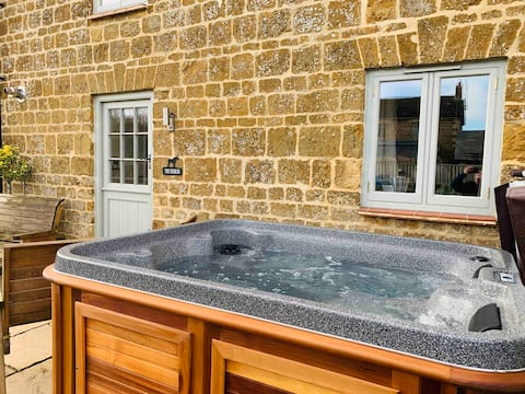 The Stables *Hot Tub*