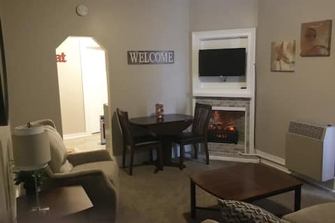 Plum Street Living- Cozy 1 Bedroom Apartment