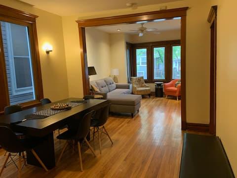 Vintage 3BR Apartment in Logan Square