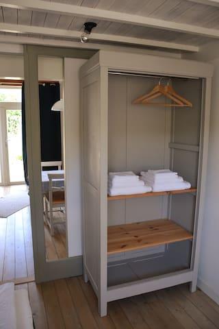 Slaapkamer - schuifdeur en kledingkast