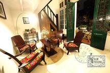Nam Phuong Home- 2separate rooms w French BALCONY
