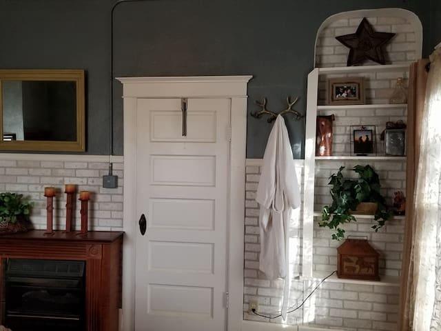 Upper level south bedroom > $89 per night