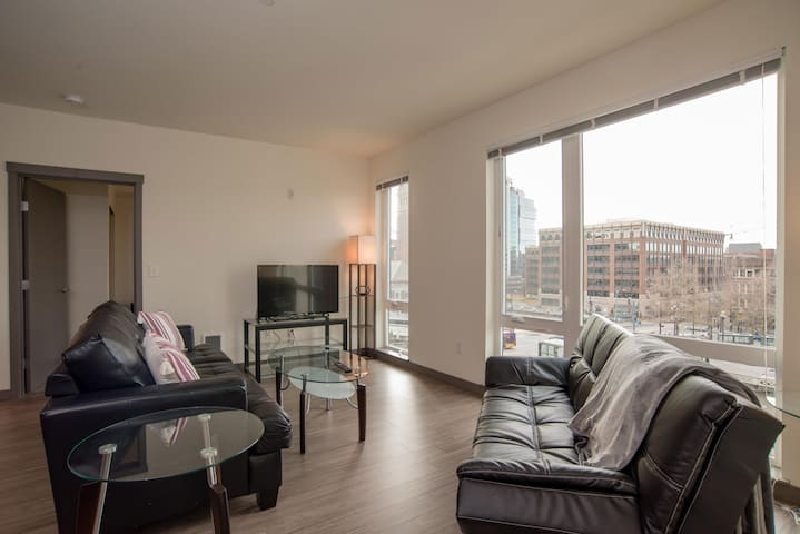 Vacations Rental 1 BR Suite in Seattle w/ Balcony
