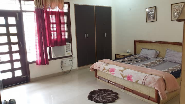 Charming 2-bedroom flat in Gomti Nagar