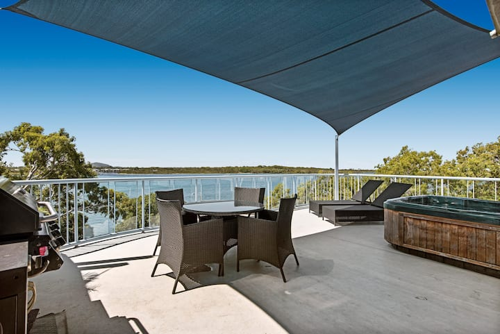 Spectacular views , Private Rooftop  Spa and BBQ