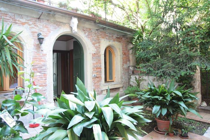 Centro storico immerso nel verde - Verona - Apartamento