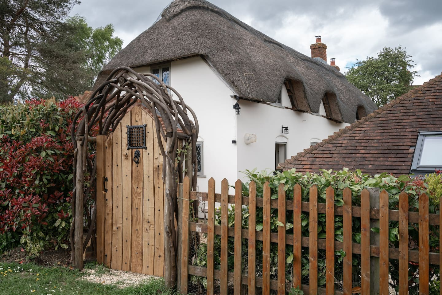 Pond Cottage annexe has three double bedrooms and is situated in a small quiet Hampshire hamlet within easy reach of award-winning pubs and restaurants. Highclere Castle nearby. Soak in our cedar hot tub enjoying views over the large secluded garden.