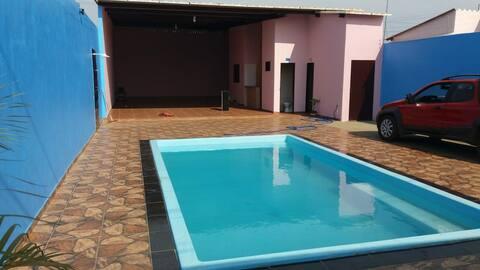 Lindo espaço com piscina aquecida e  churrasqueira
