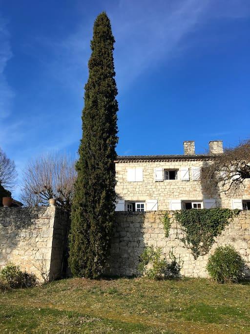 Maison vue de la deuxième terrasse