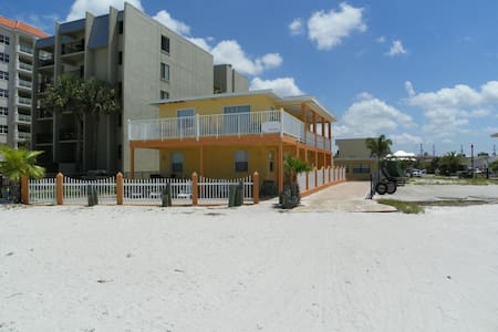 Cozy Beachfront Cottage #3 - Redington Shores - Apartament