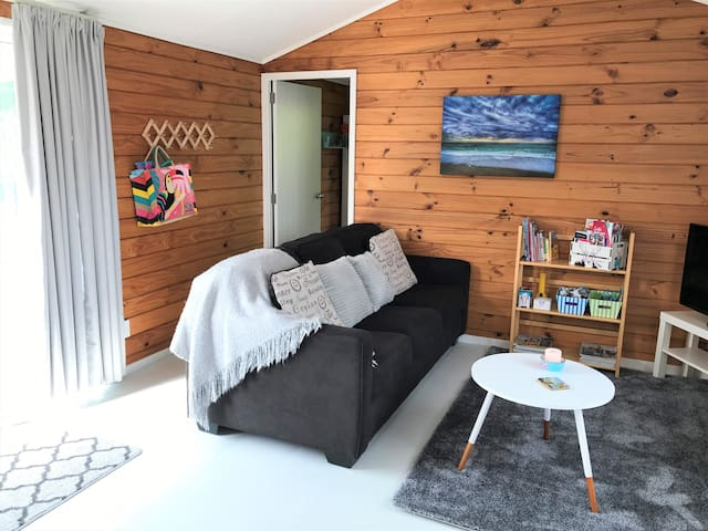 Tui Cottage - 2 Bedrooms - Fully self contained
