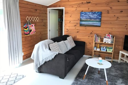 Tui Cottage - 2 Bedrooms - Long Term Stays Welcome