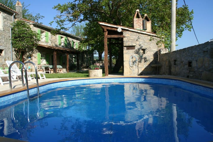 "Perfect family holiday in ""green"" - Buzet - Talo"