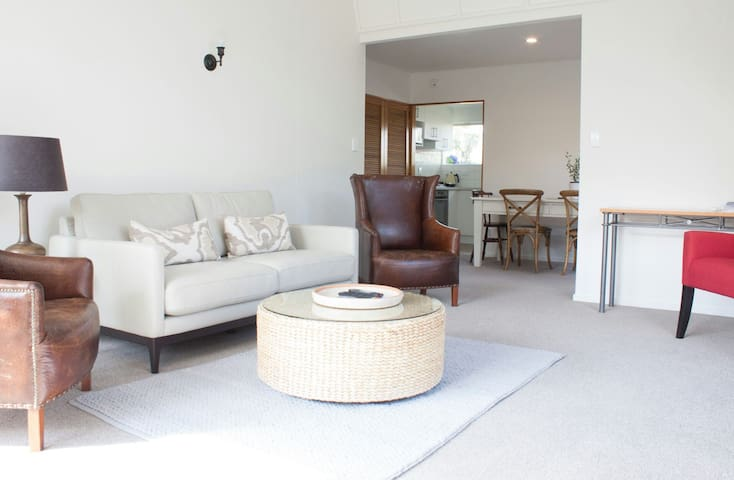 Spacious townhouse 3min to airport (Deals avail!) - Christchurch - Haus