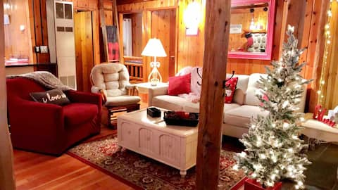 New!  *Escape the crazy* at Little Cubs Cozy Cabin