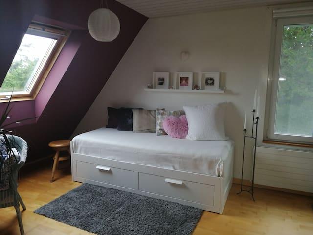 Schlafzimmer 2 mit Doppel- oder Einzelbett