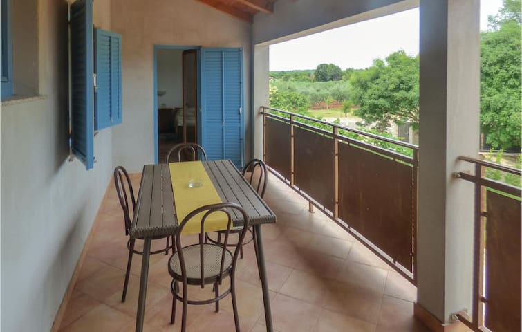 Holiday apartment with 2 bedrooms on 74m² in Vabriga