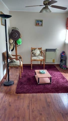 Segundo piso 2 hab, baño, living y auto alquilable - Quilicura - Casa