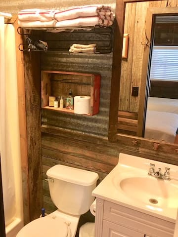Private bathroom with shower in Ranch Room I