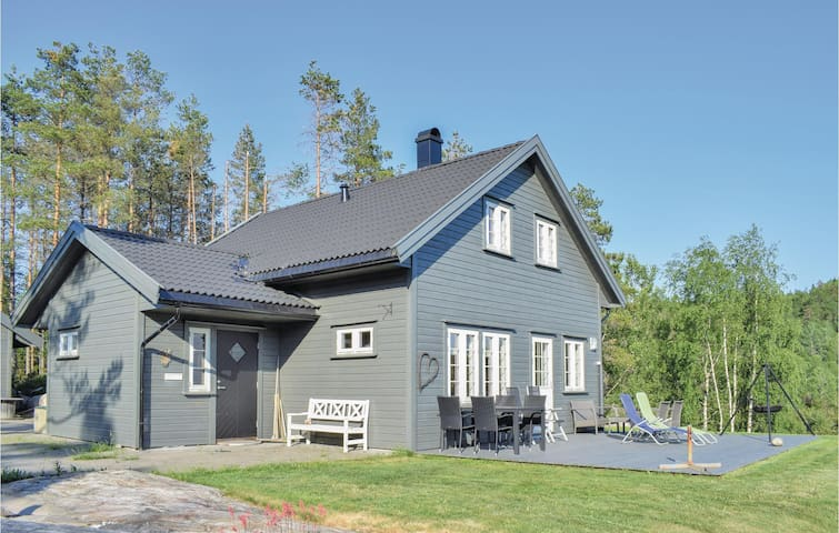Holiday cottage with 5 bedrooms on 120m² in Bjelland