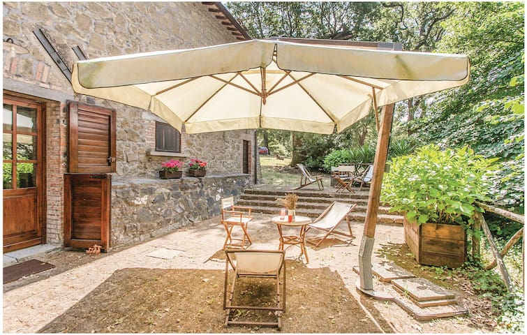 Holiday cottage with 4 bedrooms on 235 m² in Montefiascone (VT)