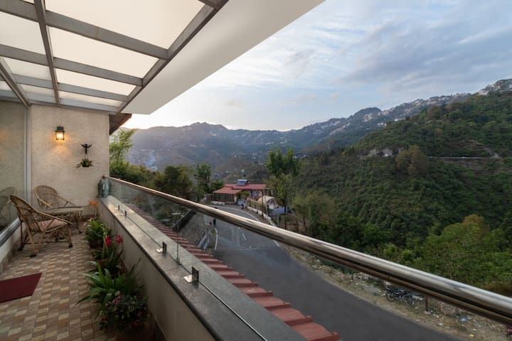 3BHK| Lush Boutique Penthouse| Road to Mussoorie