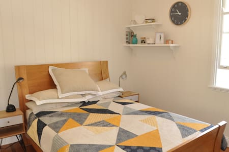 B&B in Large Traditional Queenslander. - Woolloongabba - Inap sarapan