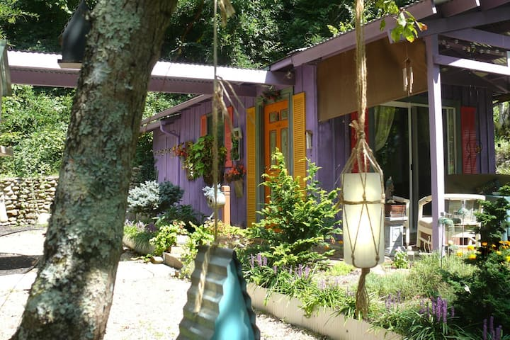 THE WABI-SABI INN:  Studio Cottage Respite