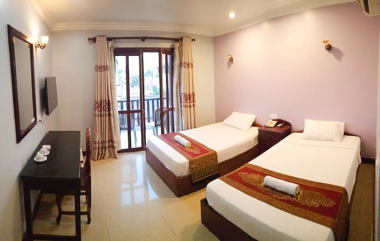 Private twin beds Apartment next to Pub street.